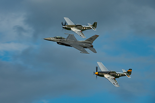 Landscape_profile_f-16_heritage_flight_w_p-51s_2018_by_connor_madison-copy